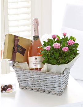 Luxury Sparkly Rose Gift Basket, £39.99